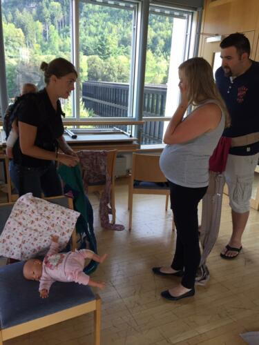 Neugeborenes im Tuch Feldkirch
