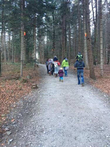 Nikolaus im Wald Tragespaziergang